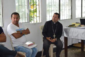 Monseñor Orlando Olave Villanoba, escuchando y proponiendo actividades para el plan diocesano del mes.